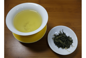 Зеленият чай е наистина мощен имуностимулатор. Той е богат на определен тип полифеноли, наречени катехини, които се борят с грипните вируси.