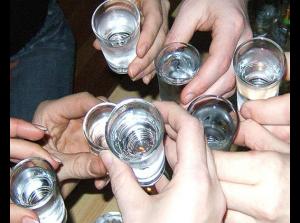 Един хитър трик да не се напиваме е да редуваме алкохолни с безалкохолни напитки,