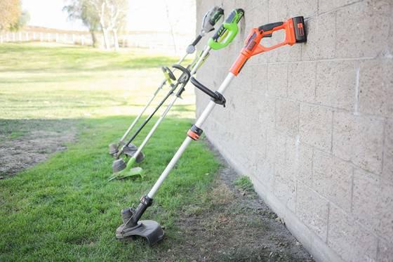 Инструментите за премахване на плевели биват различни видове, затова какъв вид ще предпочетете зависи от вашия метод на работа и изисквания на градината.