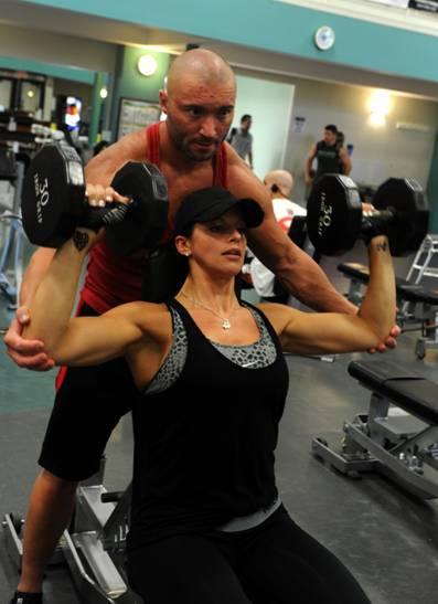 Заключението е, че еднакви фитнес тренировки могат да доведат до положителни резултати и при мъжете и жените. И двата пола получават ползи от този вид спорт, въпреки своите физиологични разлики.